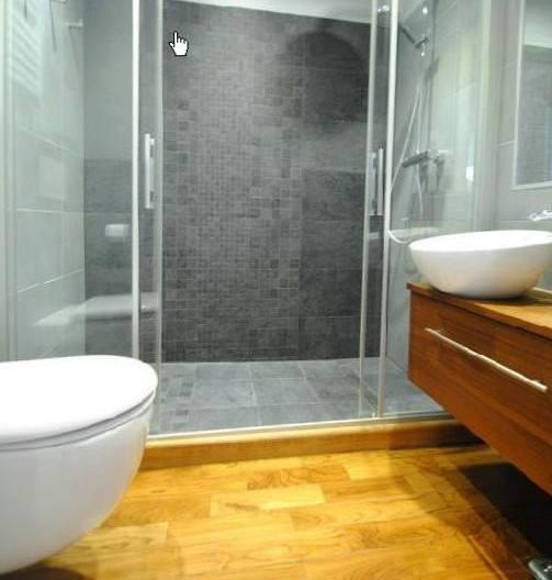 prysznic  łazienka z podłogą teak